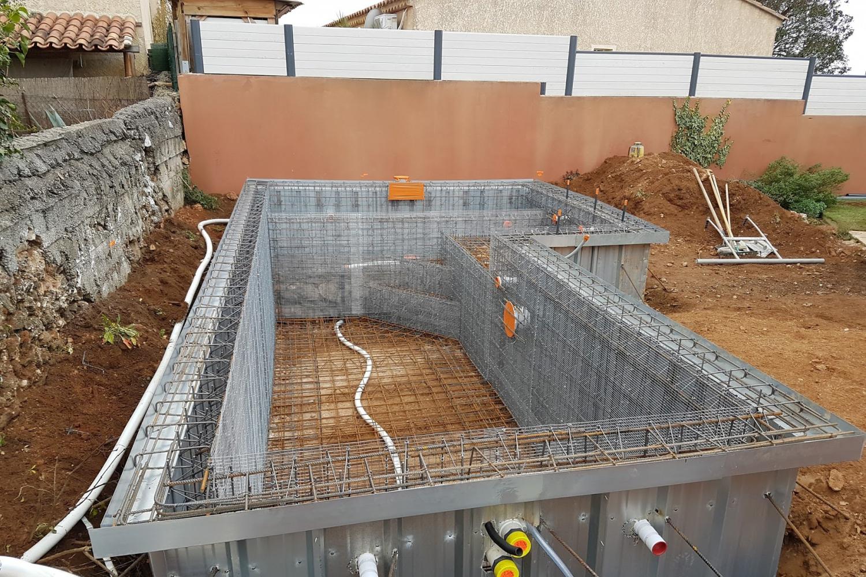 Concept design piscine jardin spa marseille aix en for Entretien piscine marseille